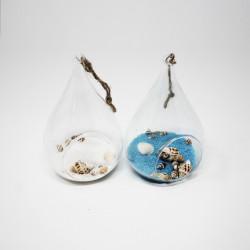 Ampolla in vetro con sabbia colorata e conchiglie